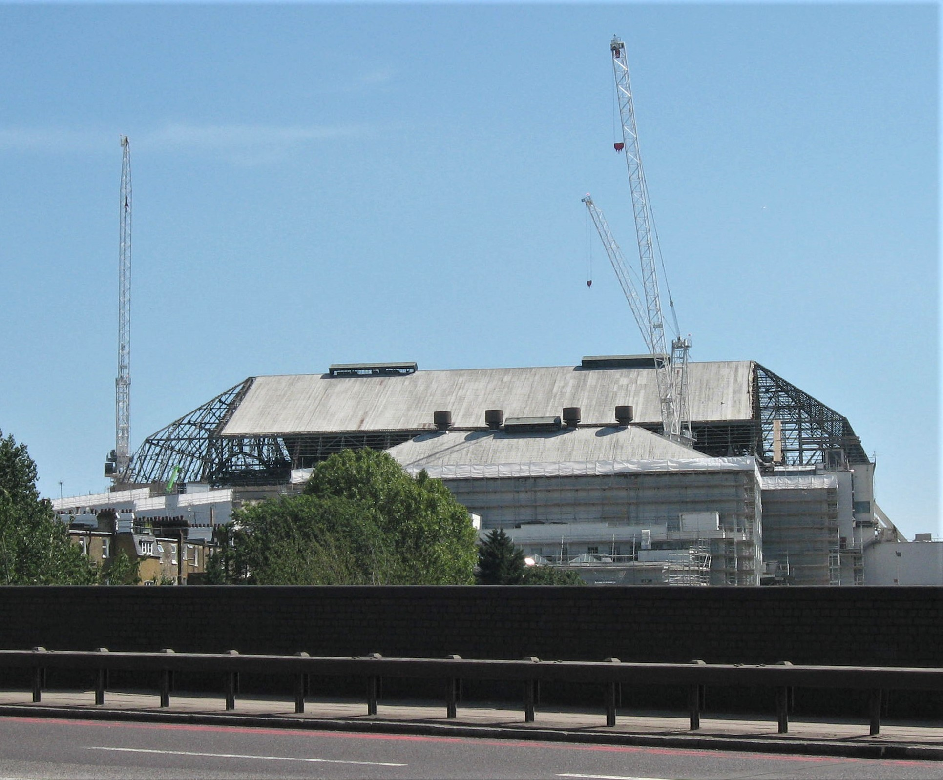 Earl's Court 1 Demolition in progress, August 2015 with roof sheeting partially removed to expose steel roof structure