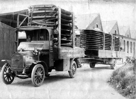 Sadgrove Aircraft Company: American Burford lorry with a London 'LW' registration and a Royal Flying Corps/RAF trailer. Info: The Historical Commercial Vehicle Society