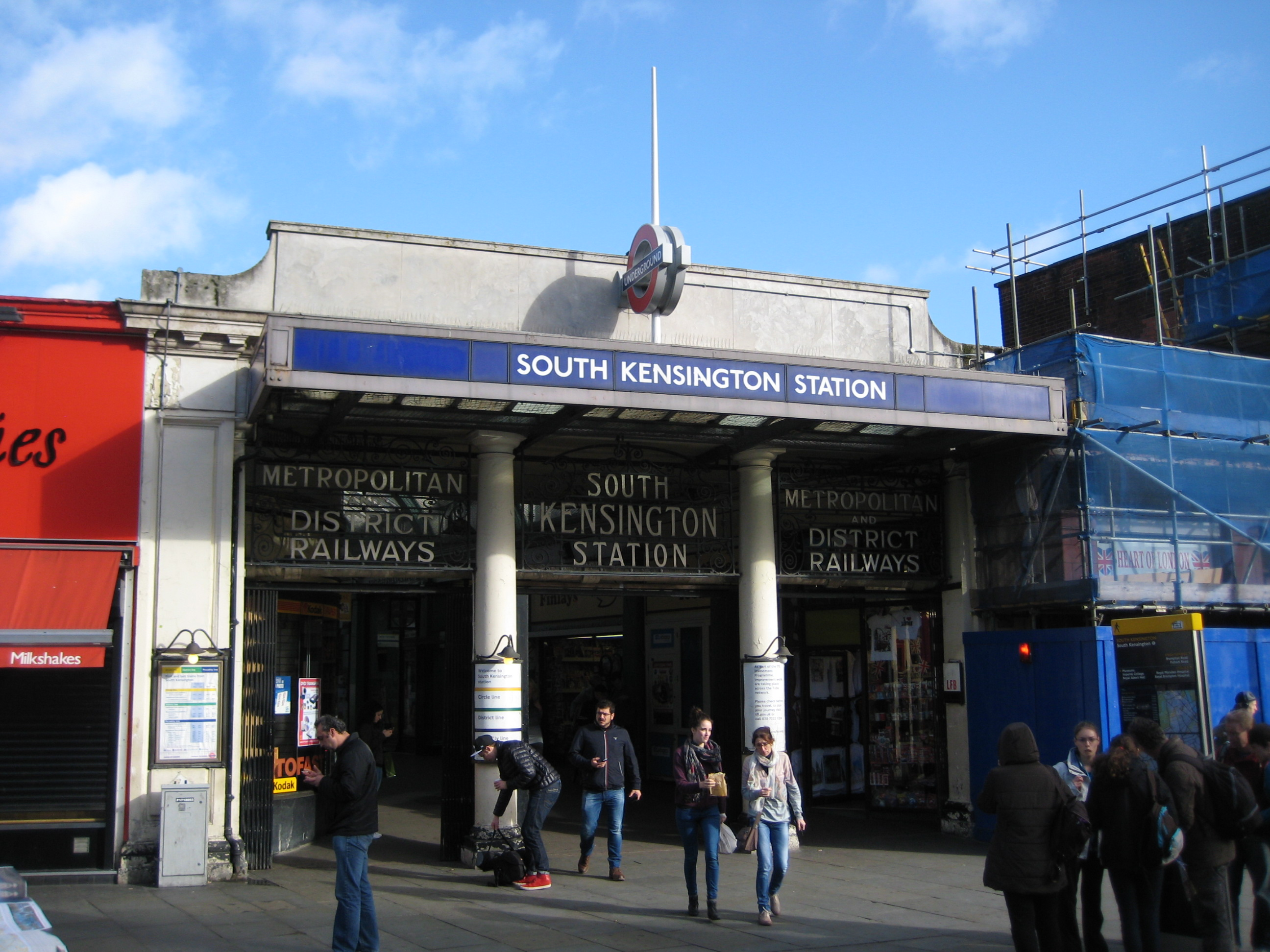 South Kensington station � Robert Mason 2013